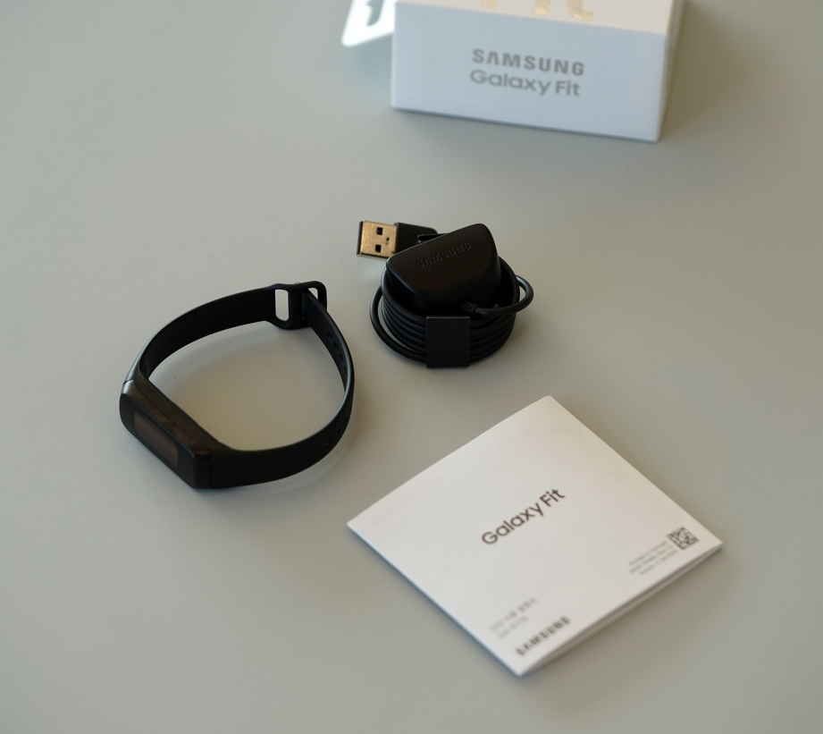 samsung-galaxy-fit-fite-unboxing-pic7.jpg