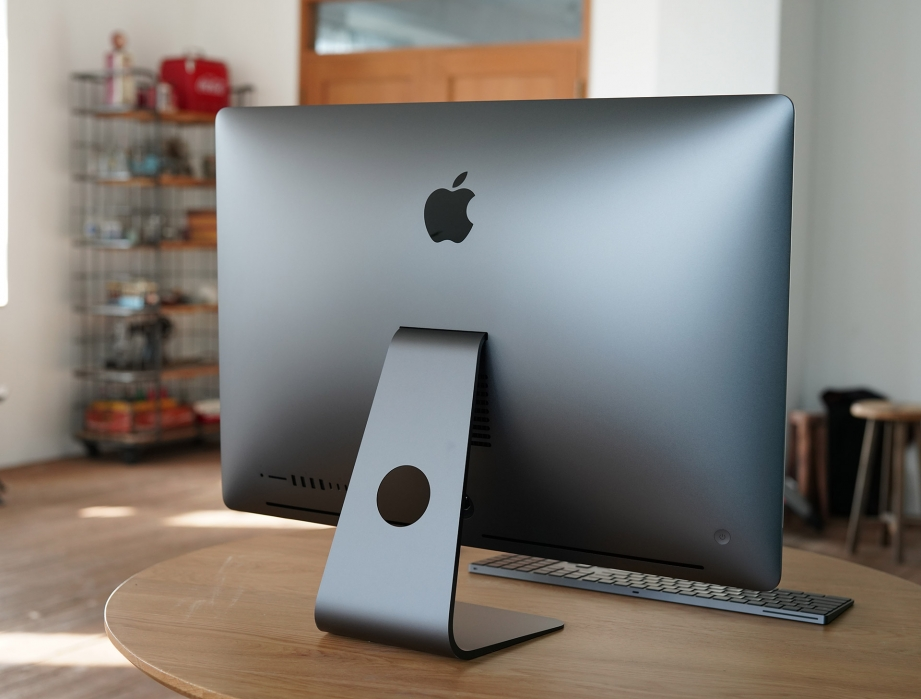 apple-imac-pro-unboxing-pic2.jpg