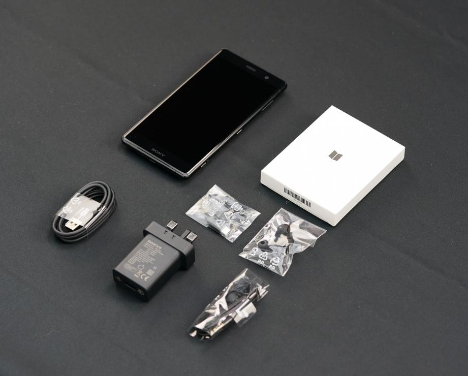 sony-xperia-xz2-premium-unboxing-pic3.jpg