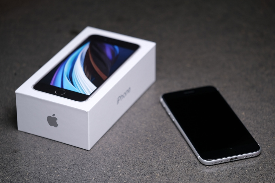 apple-iphone-se-gen2-unboxing-pic9.jpg