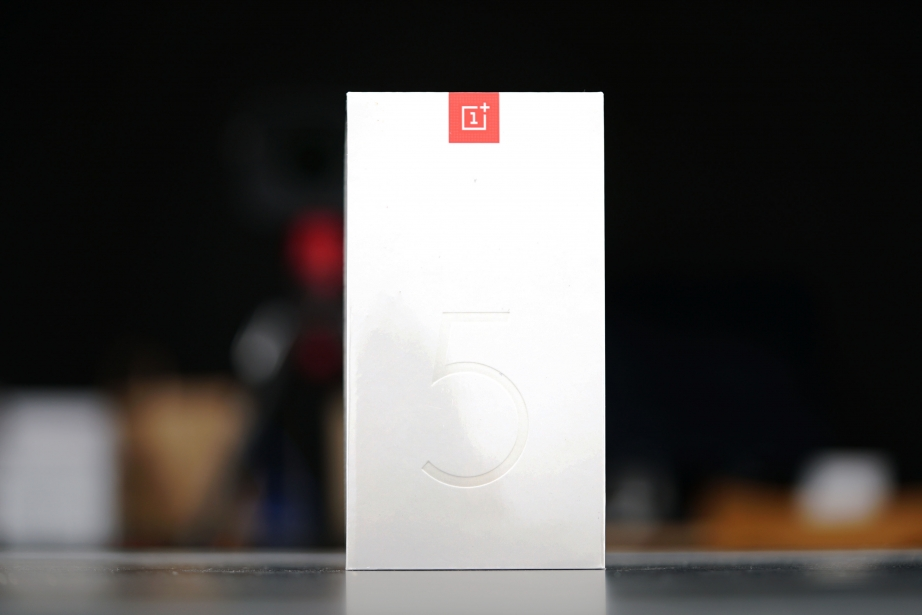 oneplus-5-unboxing-pic1.jpg