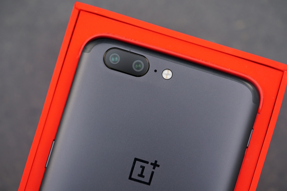 oneplus-5-unboxing-pic11.jpg