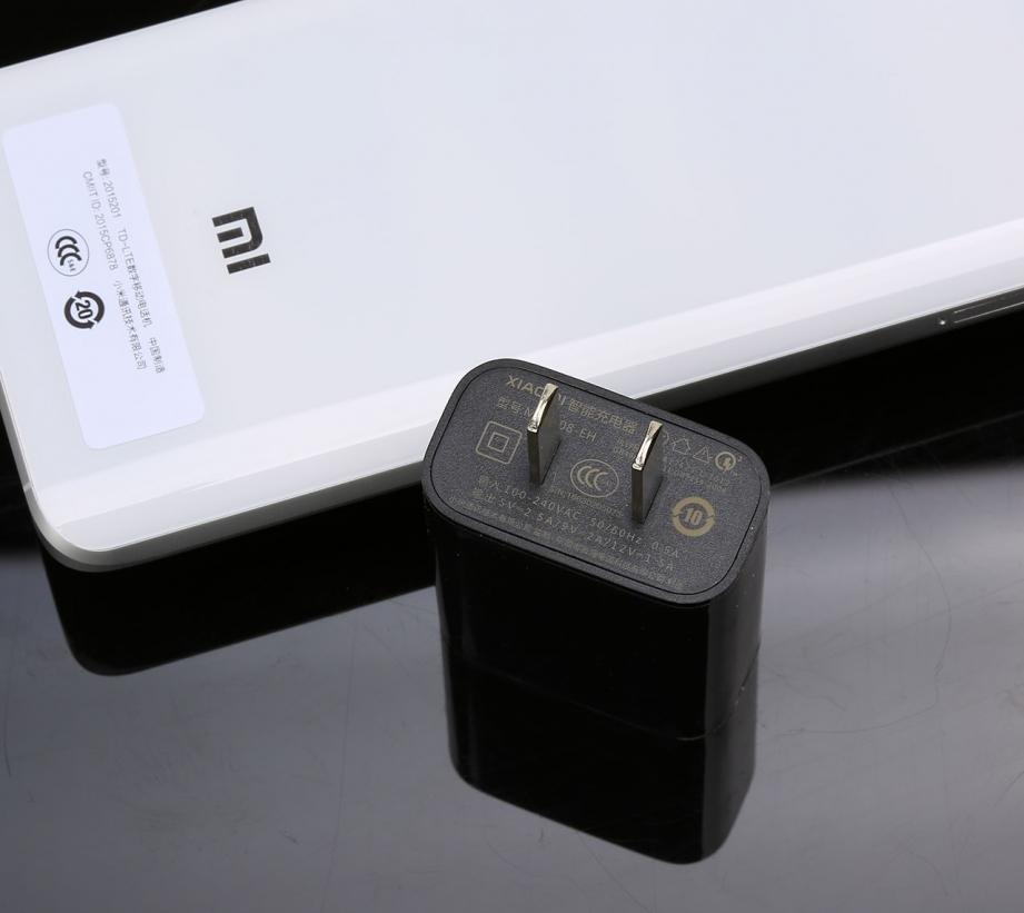 xiaomi-mi5-unboxing-pic7.jpg