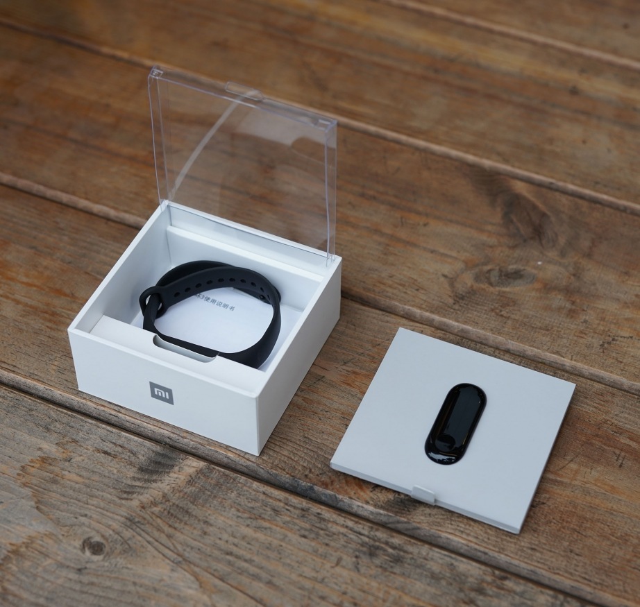 xiaomi-mi-band-3-unboxing-pic2.jpg