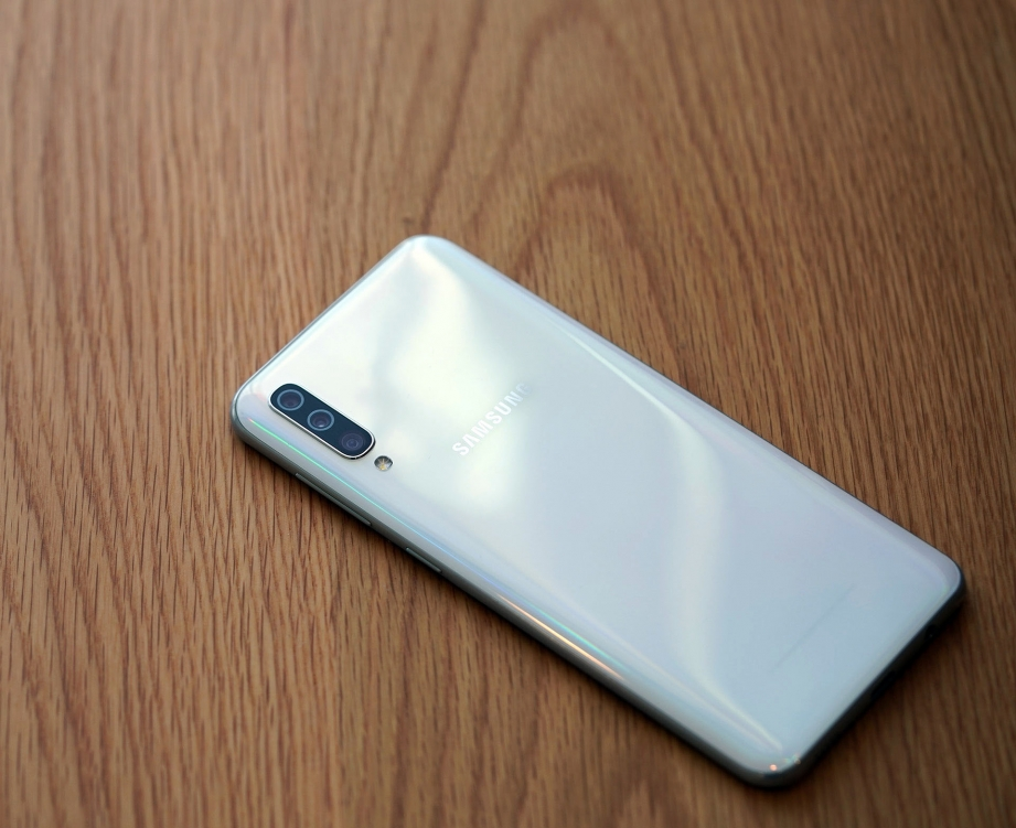 samsung-galaxy-a50-unboxing-pic9.jpg