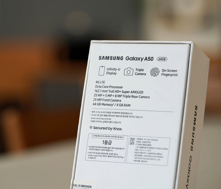 samsung-galaxy-a50-unboxing-pic2.jpg