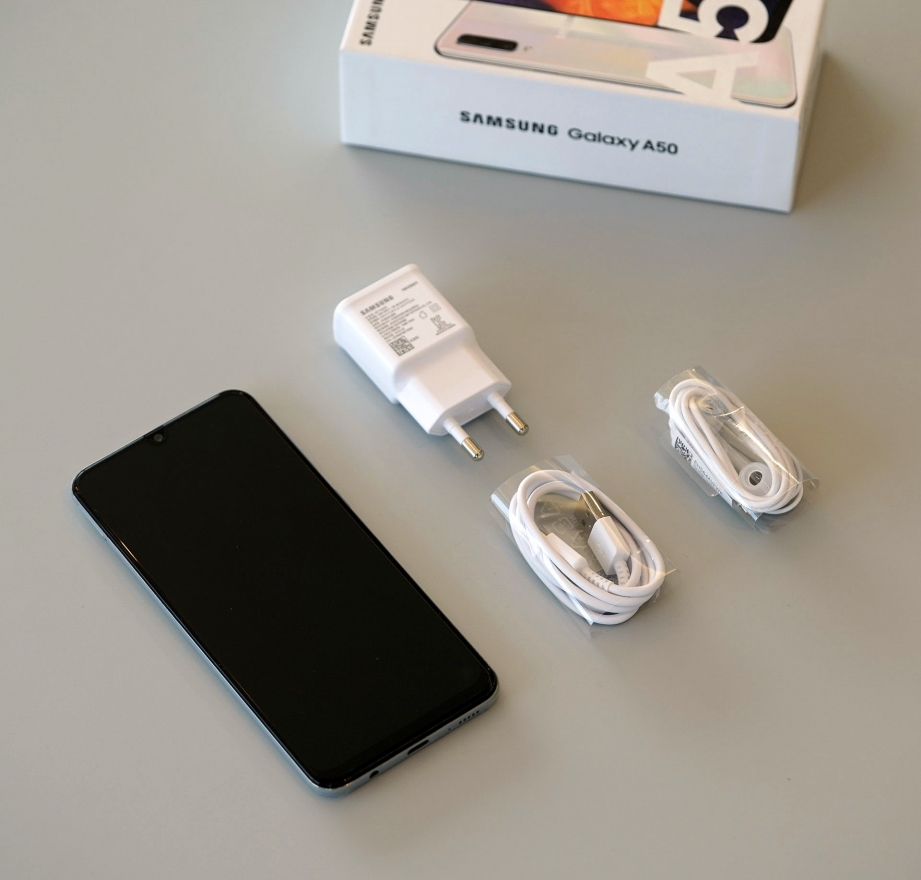 samsung-galaxy-a50-unboxing-pic3.jpg