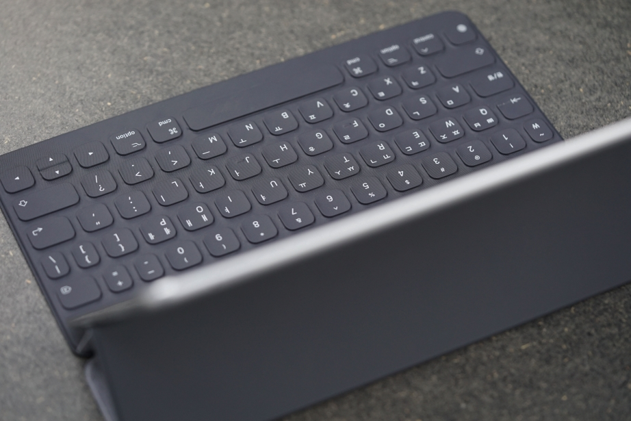 apple-smart-keyboard-for-ipad-pro-105-unboxing-pic5.jpg