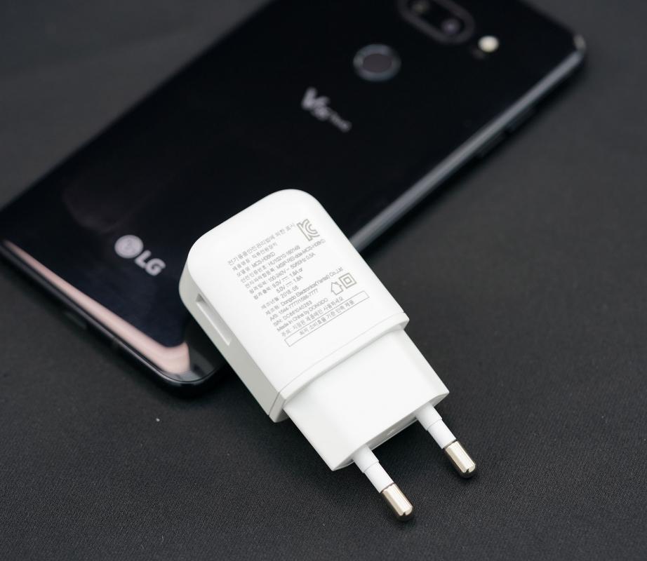 lg-v35-thinq-unboxing-pic8.jpg