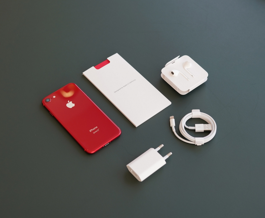 apple-iphone-8-8-plus-product-red-unboxing-pic3.jpg