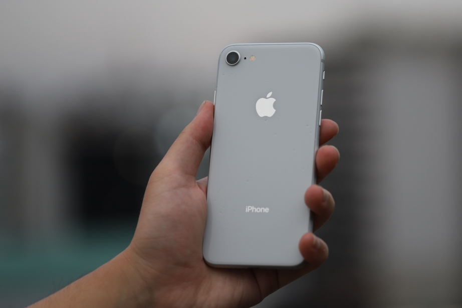 apple-iphone-8-unboxing-pic10.jpg