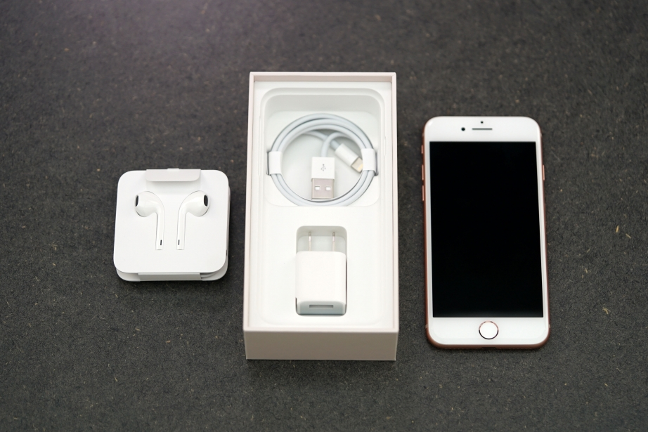 apple-iphone-8-unboxing-pic2.jpg