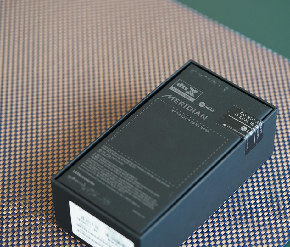 lg-g8-thinq-unboxing-pic2.jpg