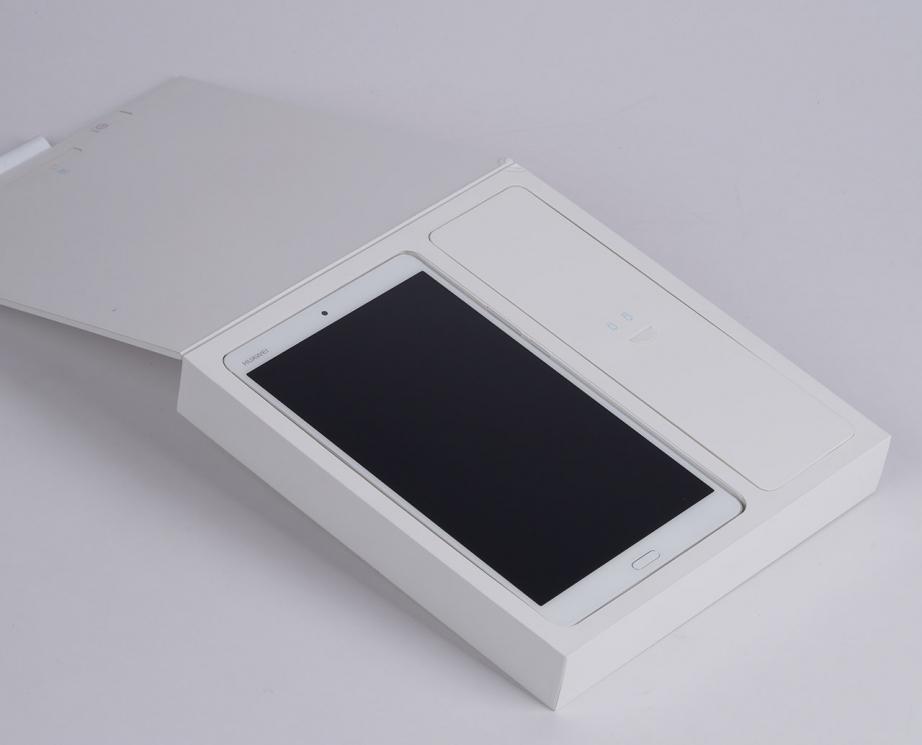 huawei-mediapad-m3-83-unboxing-pic2.jpg