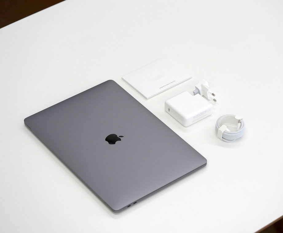 apple-macbook-pro-15-inch-2019-unboxing-pic7.jpg