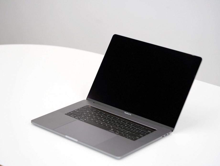 apple-macbook-pro-15-inch-2019-unboxing-pic3.jpg