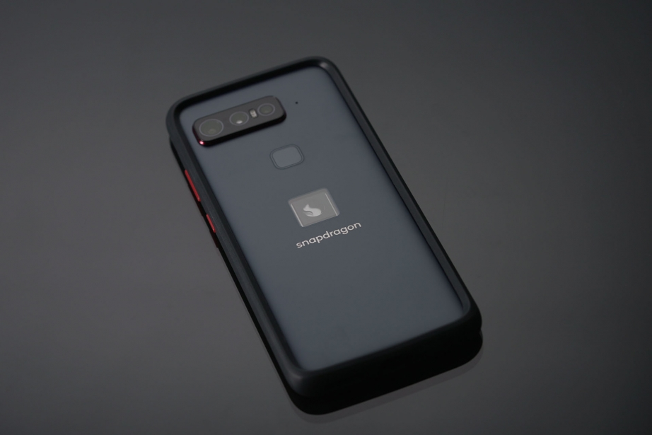 qualcomm-smartphone-for-snapdragon-insiders-unboxing-pic4.jpg