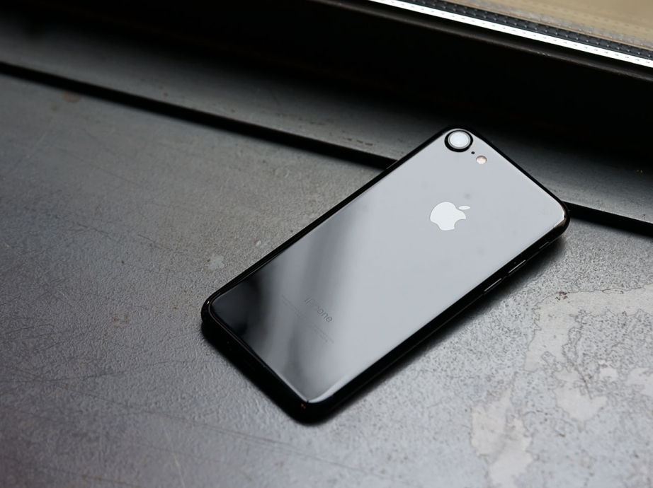 apple-iphone7-jetblack-unboxing-pic12.jpg