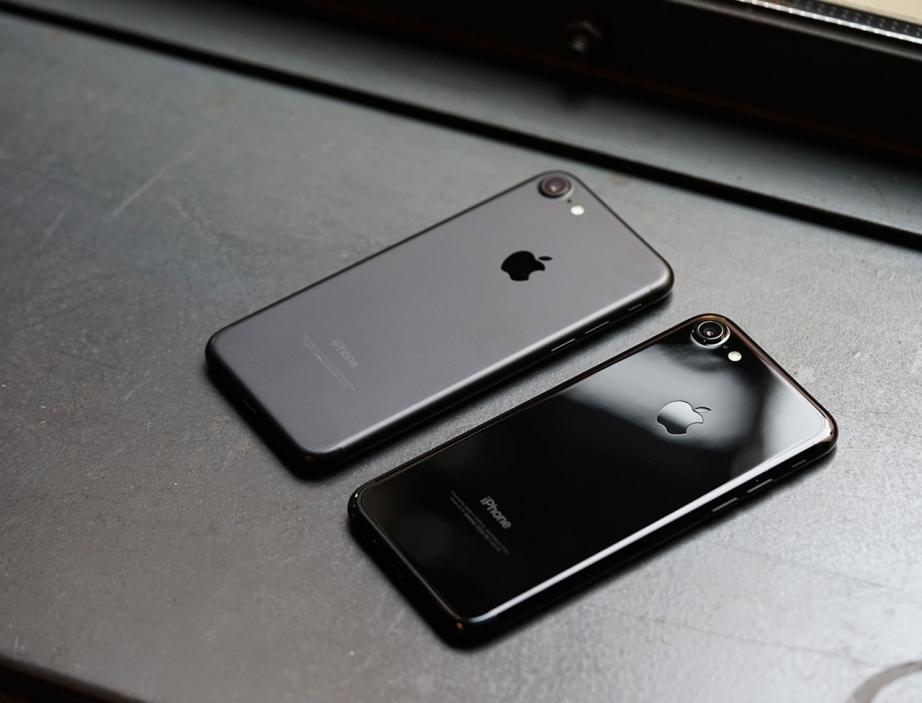 apple-iphone7-jetblack-unboxing-pic13.jpg