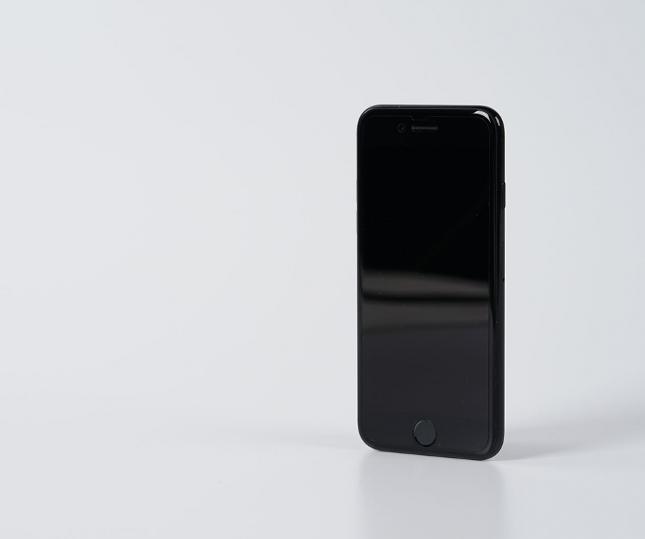 apple-iphone7-jetblack-unboxing-pic5.jpg