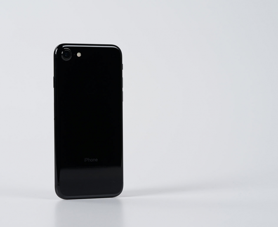 apple-iphone7-jetblack-unboxing-pic4.jpg