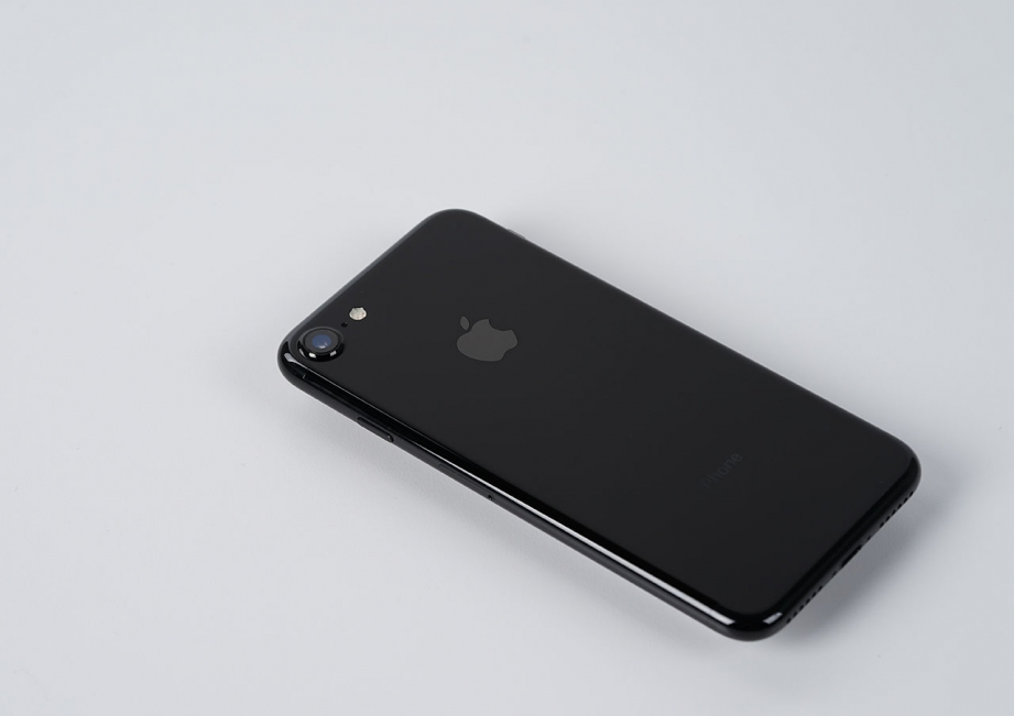 apple-iphone7-jetblack-unboxing-pic8.jpg