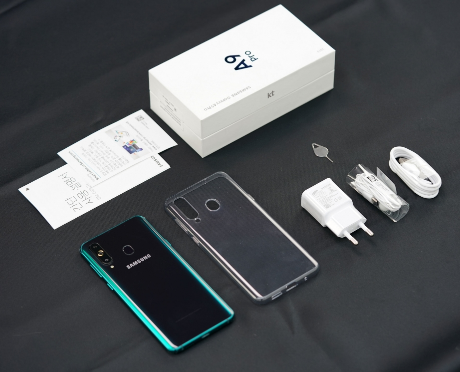 samsung-galaxy-a9-pro-2019-unboxing-pic3.jpg