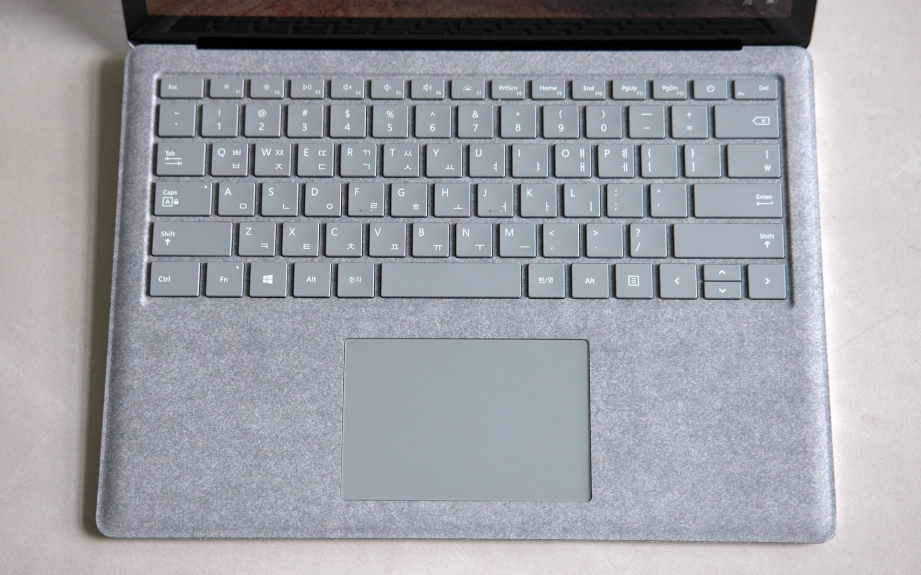 microsoft-surface-laptop-unboxing-pic4.jpg