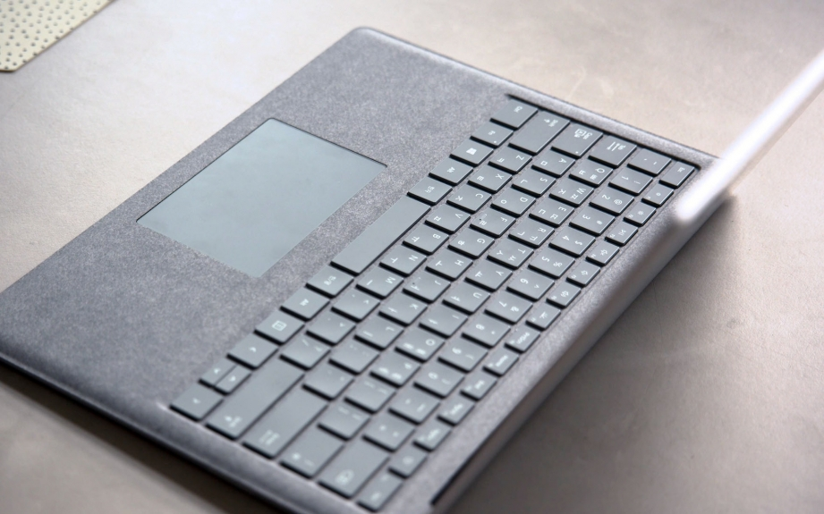 microsoft-surface-laptop-unboxing-pic5.jpg