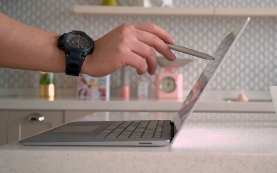 microsoft-surface-laptop-unboxing-pic2.jpg