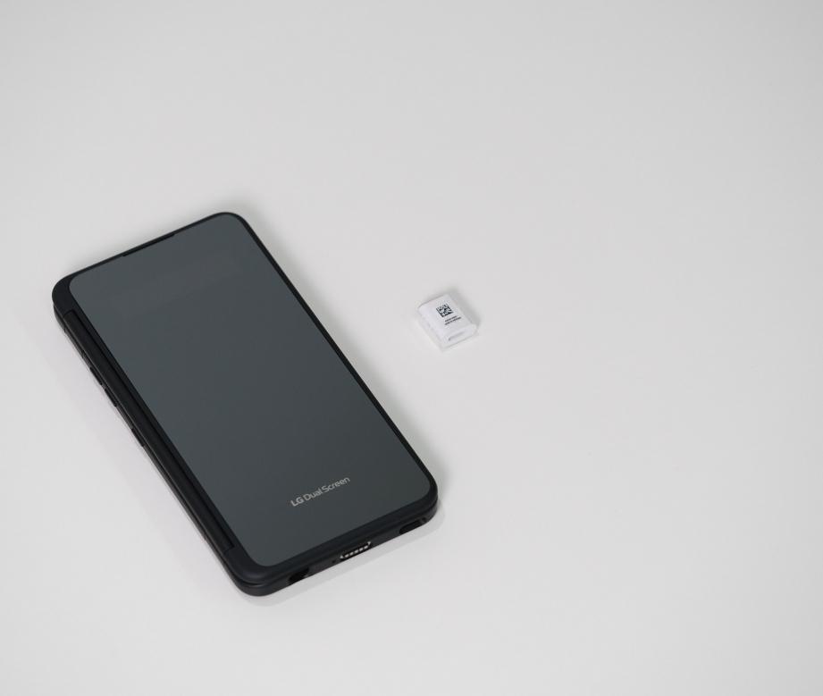lg-v50s-thinq-unboxing-pic5.jpg