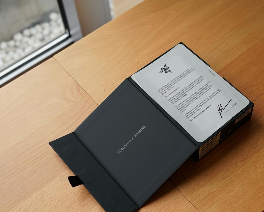 razer-phone-2-unboxing-pic2.jpg