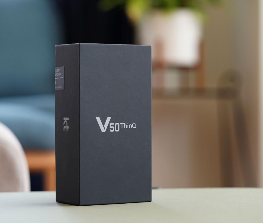 lg-v50-thinq-unboxing-pic1.jpg