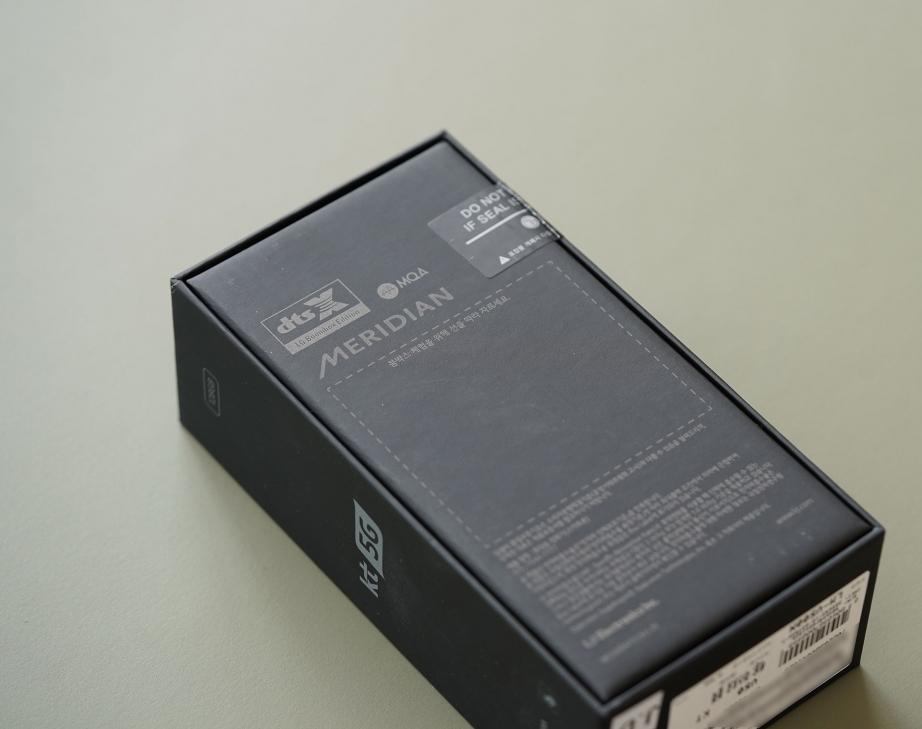 lg-v50-thinq-unboxing-pic2.jpg