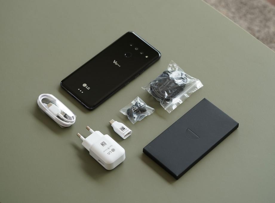 lg-v50-thinq-unboxing-pic3.jpg