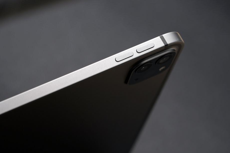 apple-ipad-pro-129-gen5-unboxing-pic4.jpg
