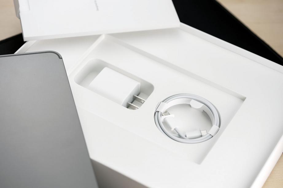 apple-ipad-pro-129-gen5-unboxing-pic9.jpg