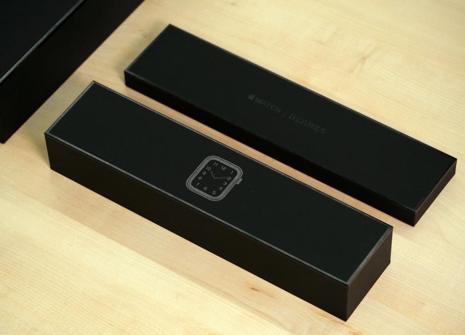 apple-watch-hermes-series-5-unboxing-pic2.jpg