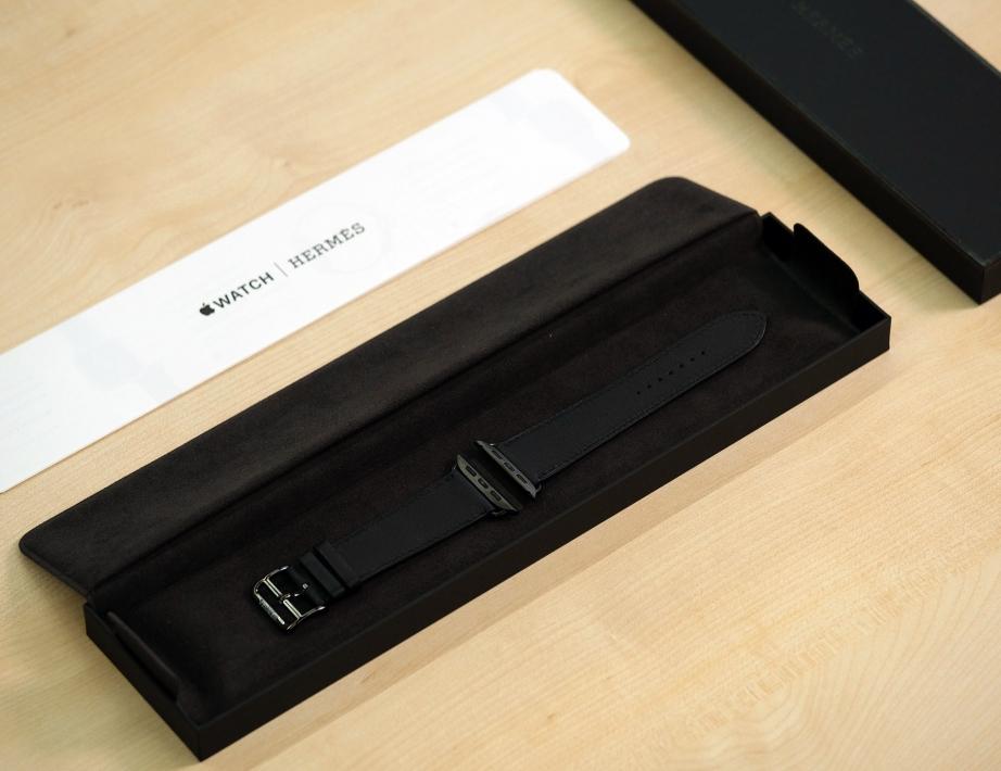 apple-watch-hermes-series-5-unboxing-pic5.jpg