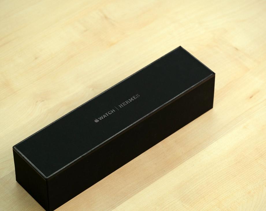 apple-watch-hermes-series-5-unboxing-pic1.jpg