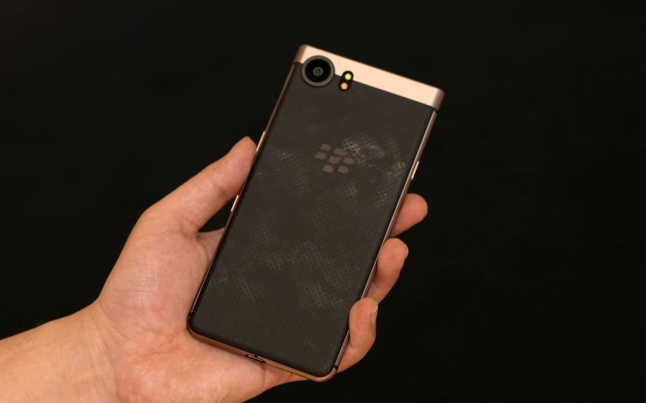 blackberry-keyone-bronze-edition-handson-pic5.jpg
