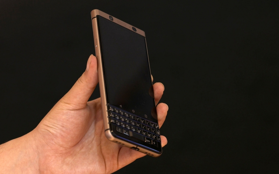 blackberry-keyone-bronze-edition-handson-pic3.jpg