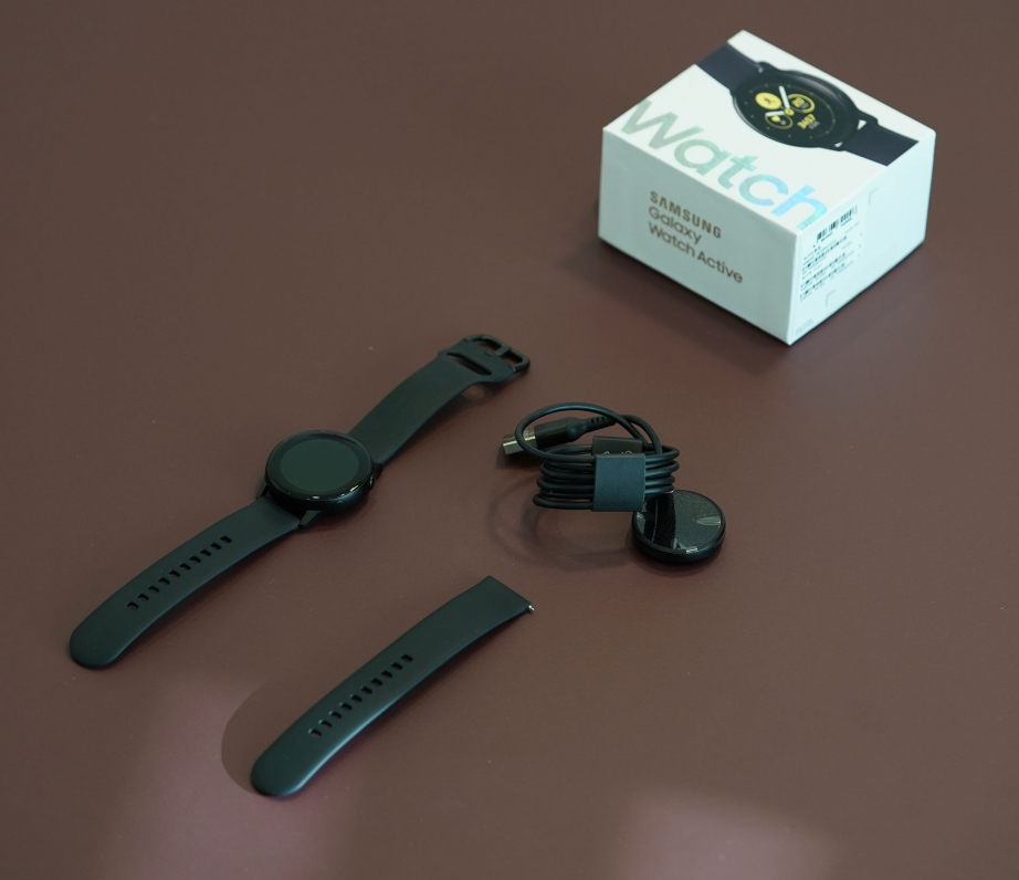 samsung-galaxy-watch-active-unboxing-pic4.jpg