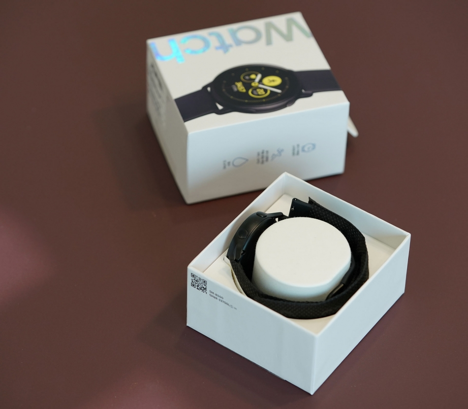 samsung-galaxy-watch-active-unboxing-pic3.jpg