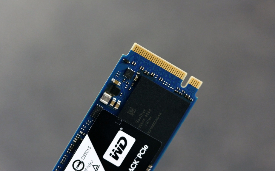 wd-black-pcie-ssd-unboxing-pic3.jpg