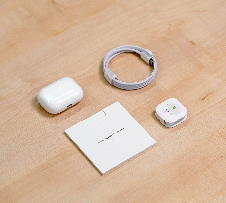 apple-airpods-pro-unboxing-pic3.jpg