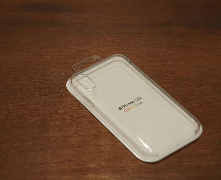 apple-iphone-xr-clear-case-unboxing-pic1.jpg