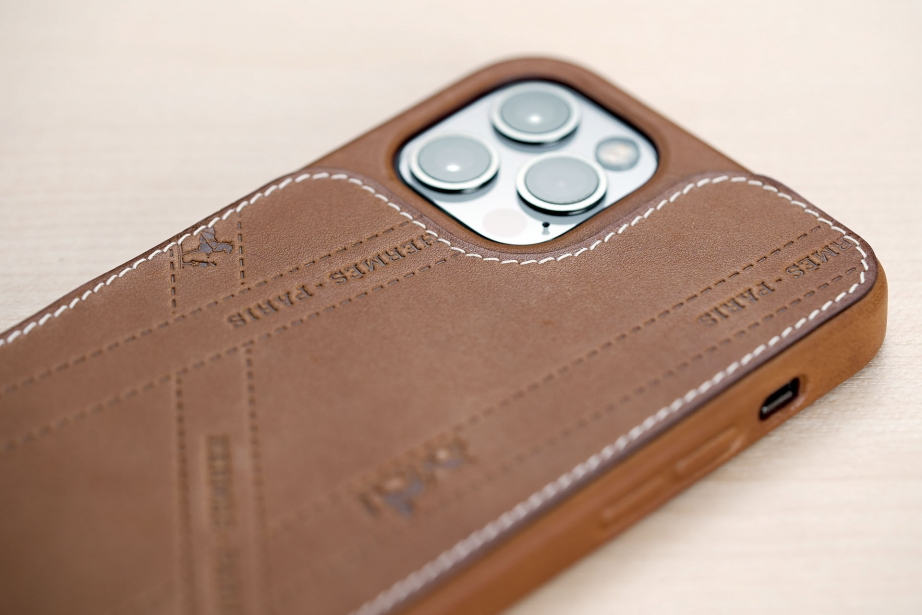 hermes-iphone-12-case-unboxing-pic4.jpg
