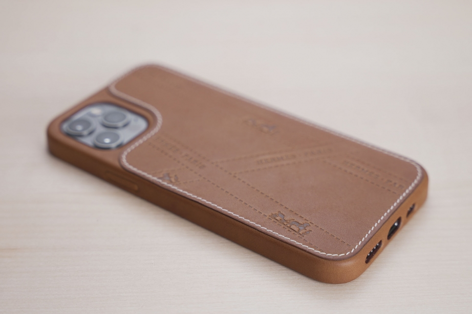 hermes-iphone-12-case-unboxing-pic1.jpg