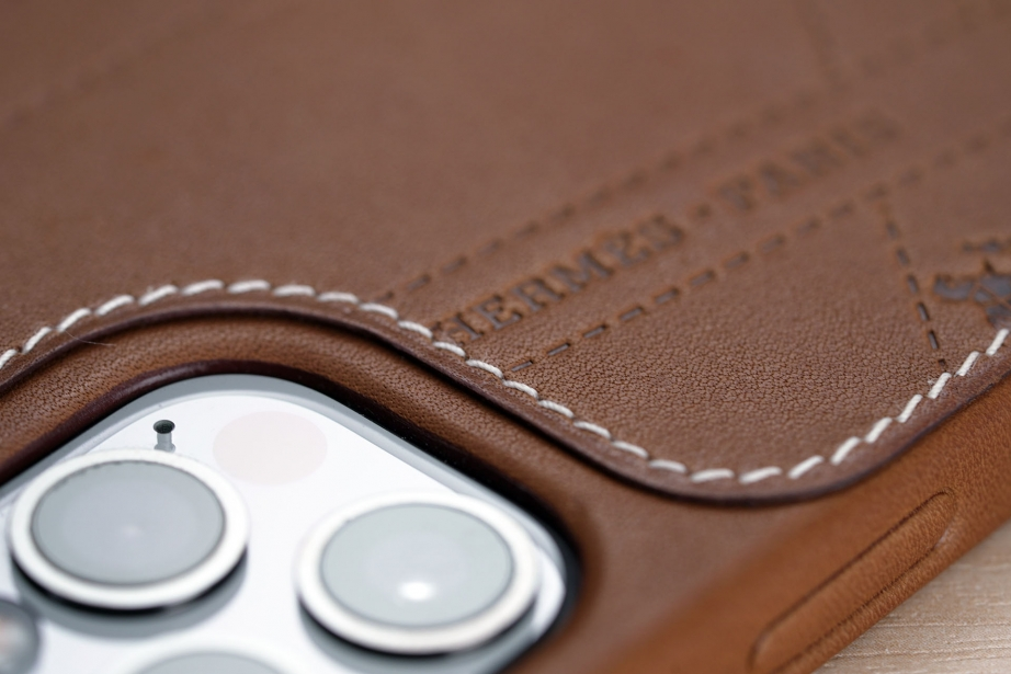 hermes-iphone-12-case-unboxing-pic3.jpg